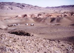 山岳・砂漠の村ツェルゲルにある冬営地